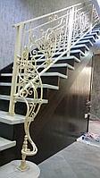 Лестница деревянная с ковкой