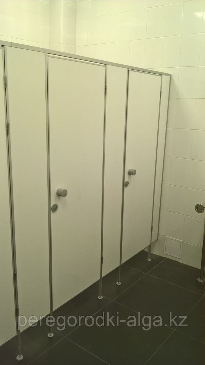 Сантехнические перегородки туалетные и душевые из сэндвич-панели 16 мм
