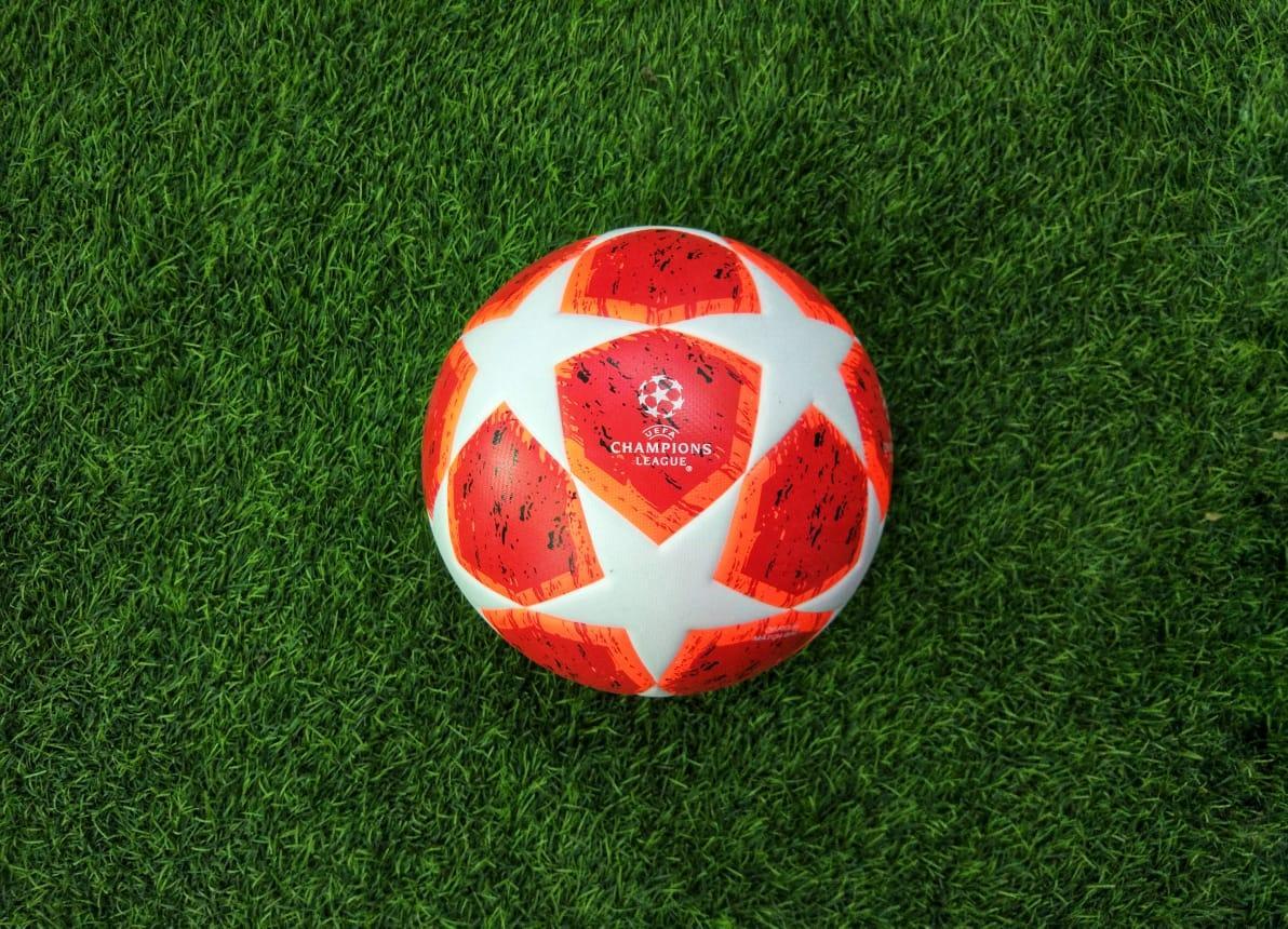 Мяч футбольный Adidas UEFA Champions League Football