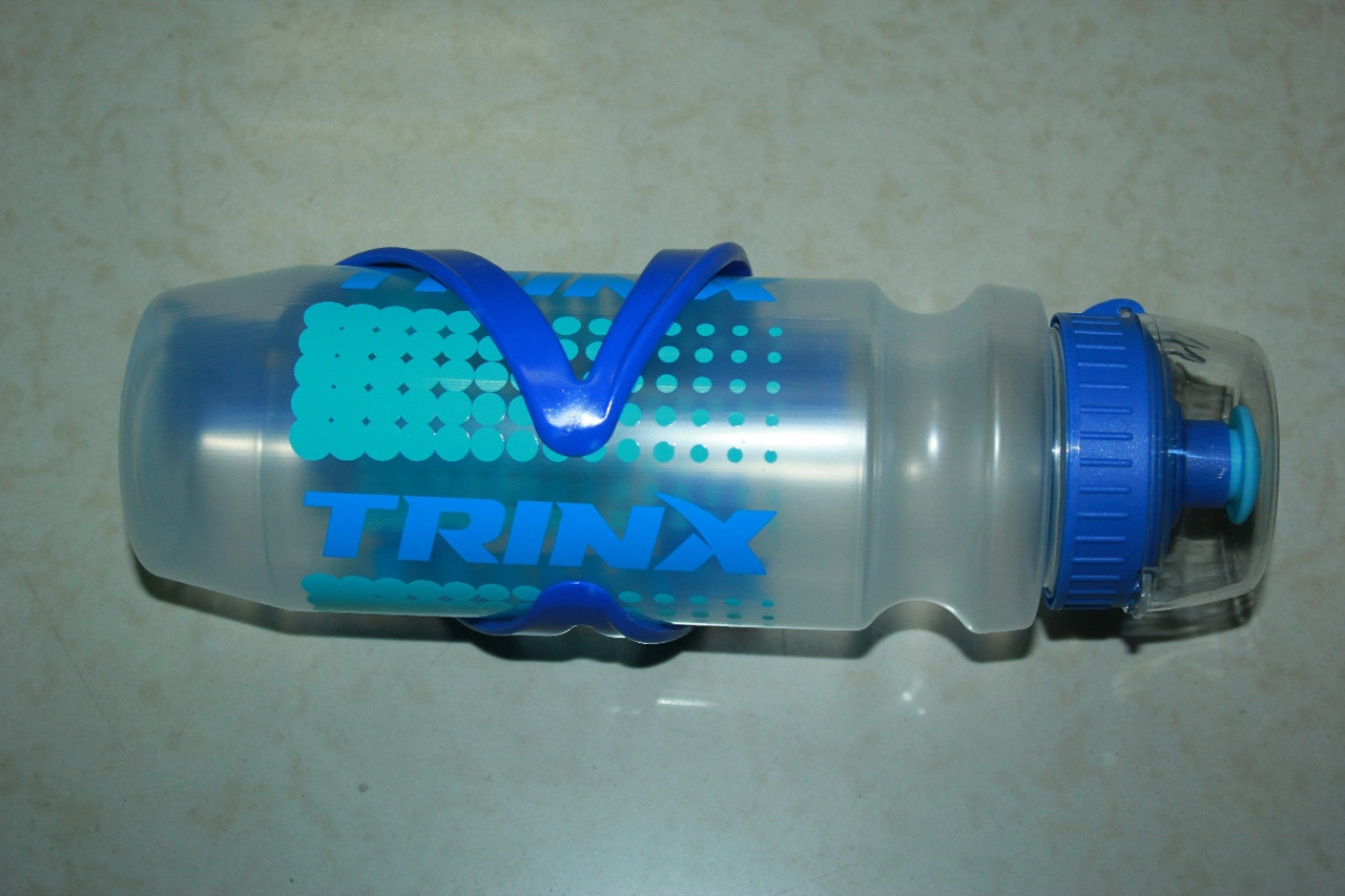 Отличная бутылка для воды с креплением от Trinx