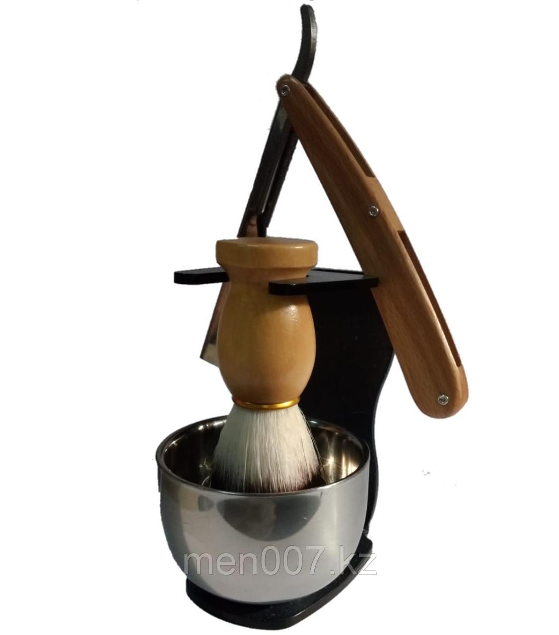 Опасная бритва с деревянной ручкой (шаветта) с помазком, стойкой и металлической чашей