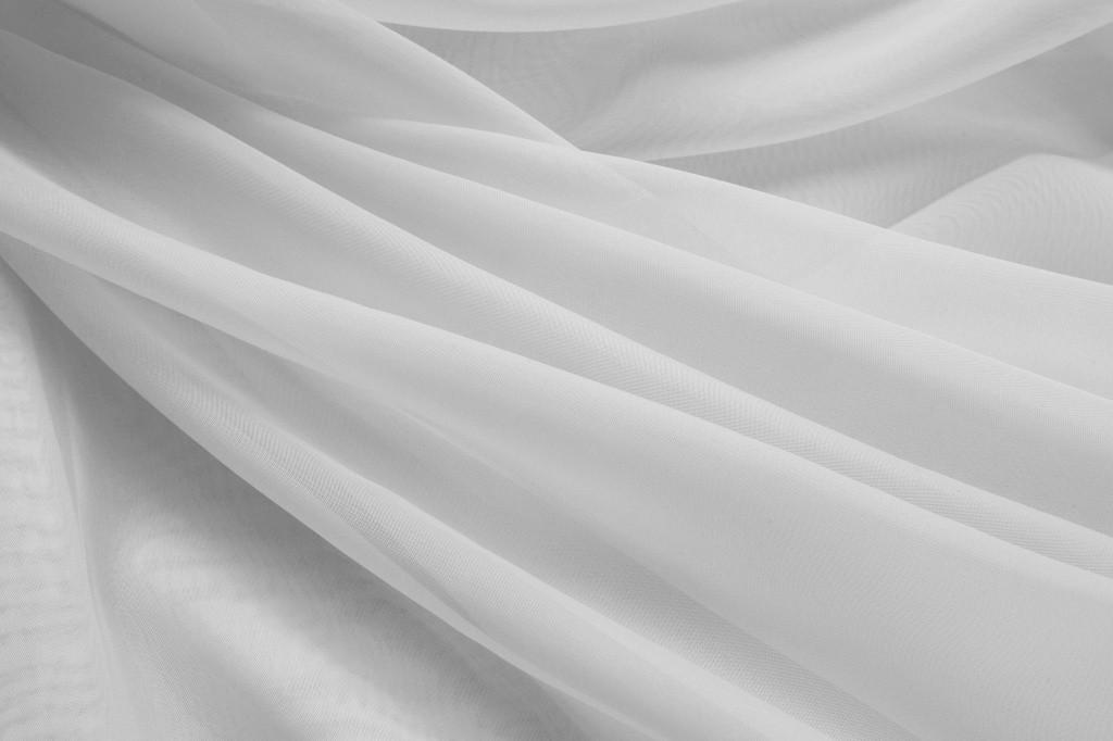 Белый капрон погоный метр (280см) за 200тг.