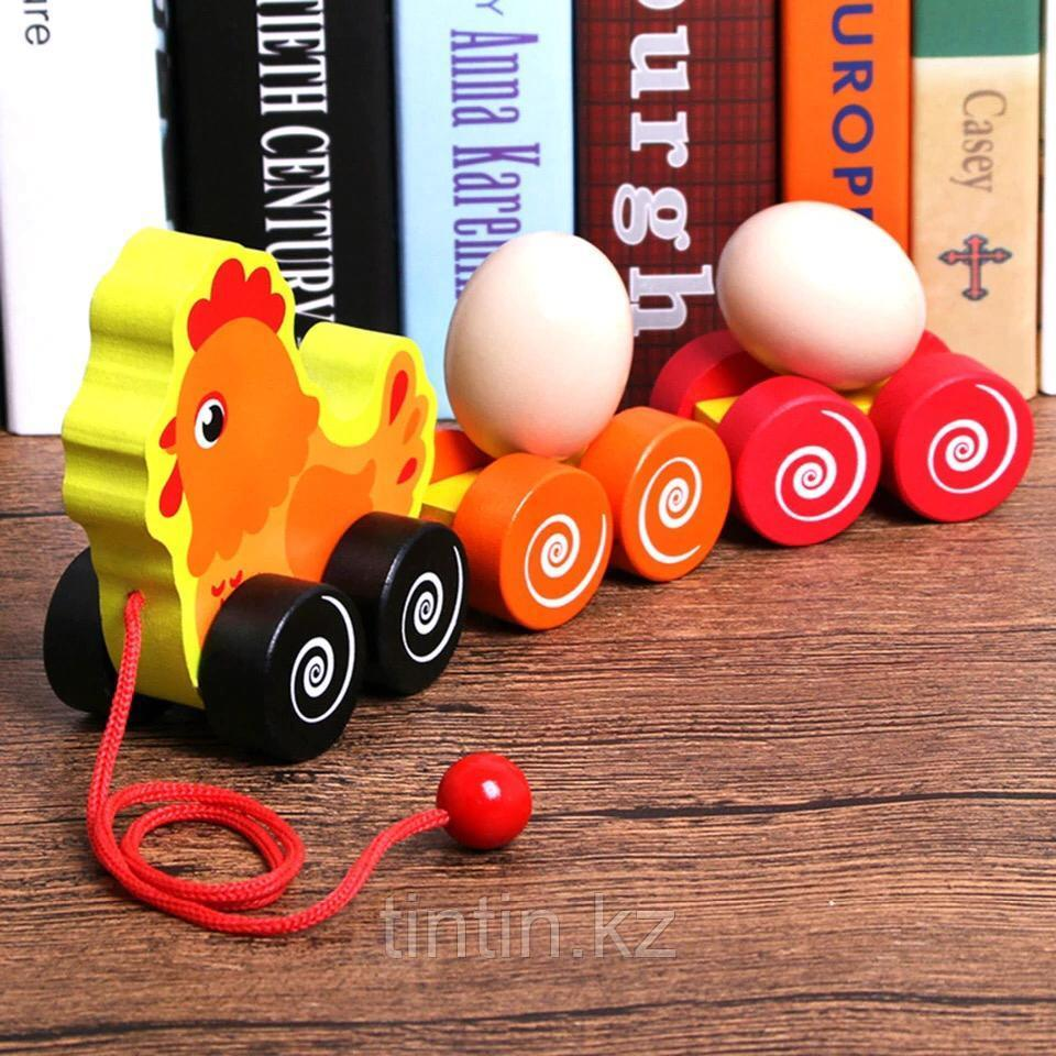 Деревянная каталка - Курица с яйцами
