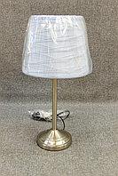 Настольная лампа с нежно голубым абажуром