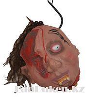 Окровавленная голова на крюке муляж 26х17 Декорация для хэллоуина
