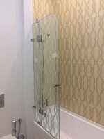 Стеклянные шторки на ванную с открыванием