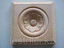 F - 5(b). Розетка деревянная квадратная с цветком (50*50)