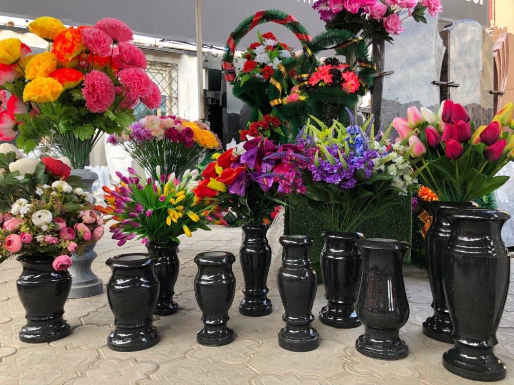 Вазы для цветов на могилу