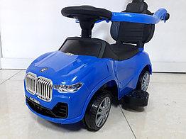 Толокар BMW с родительской ручкой и боковыми поручнями