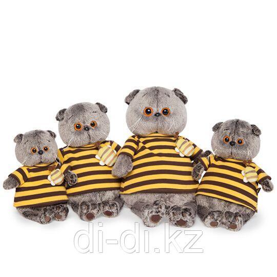 Басик вполосатой футболке с пчелой