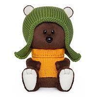 Медведь Федот в шапочке и свитере