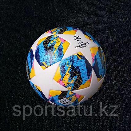Футбольный мяч Лиги чемпионов 2019/20