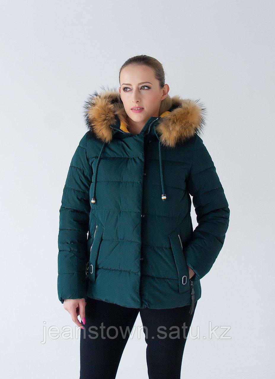 Куртка женская зимняя Tarore натуральный мех енота на капюшоне, зеленая