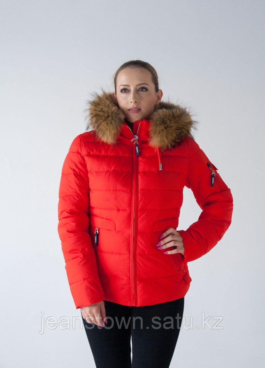 Куртка женская зимняя Tarore натуральный мех енота на капюшоне, красная