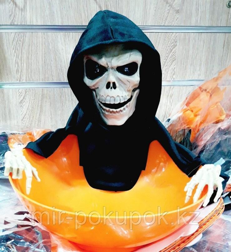 Скелет-Сторож  конфет в чаше