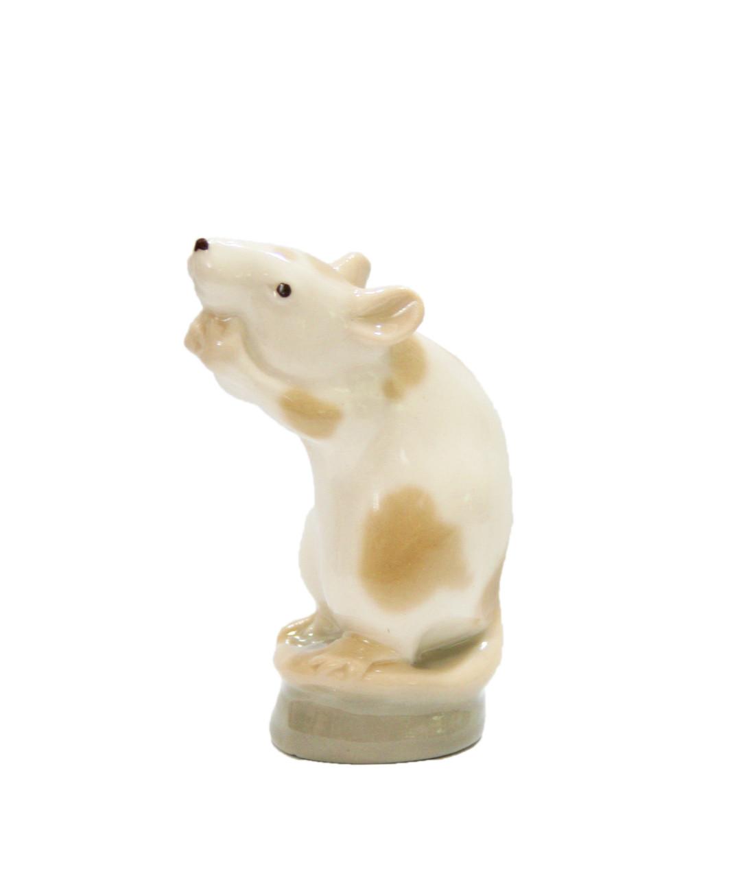 Фарфоровая статуэтка Мышь на подставке. Императорский фарфор