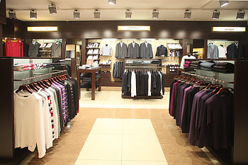 Островная витрина в1.5*д2,0*ш0,8 для бутиков одежды