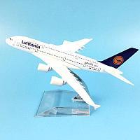 Модель самолета Airbus A380 в ливрее Lufthansa, масштаб 1/500