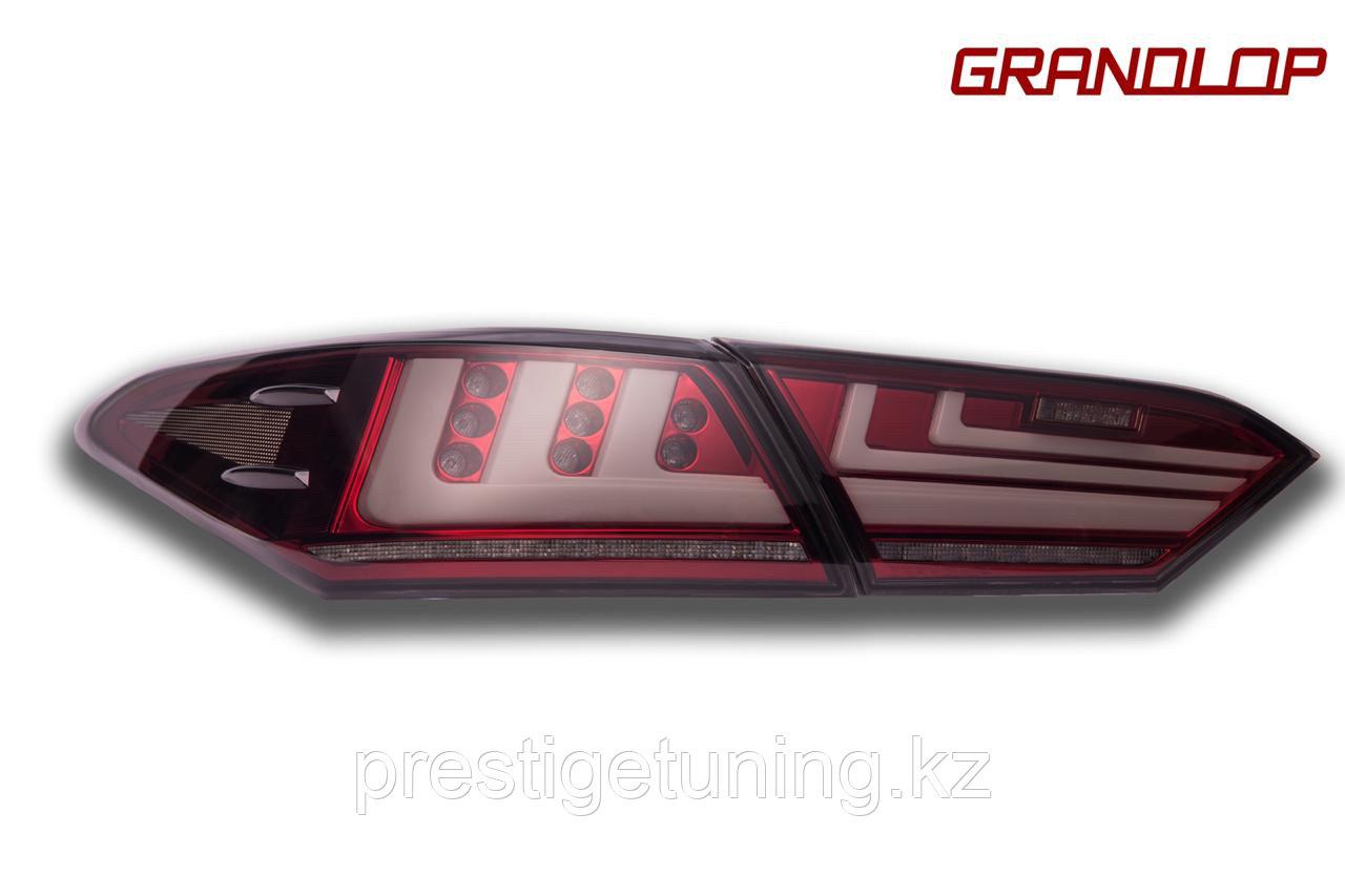 Задние фонари на Camry V70 2018- Lexus style Красно-белый оттенок