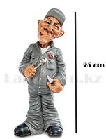 Подарочная статуэтка сувенир Сантехник с гаечным ключом в кепке 25 см