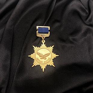 Медаль «Золотой орёл»