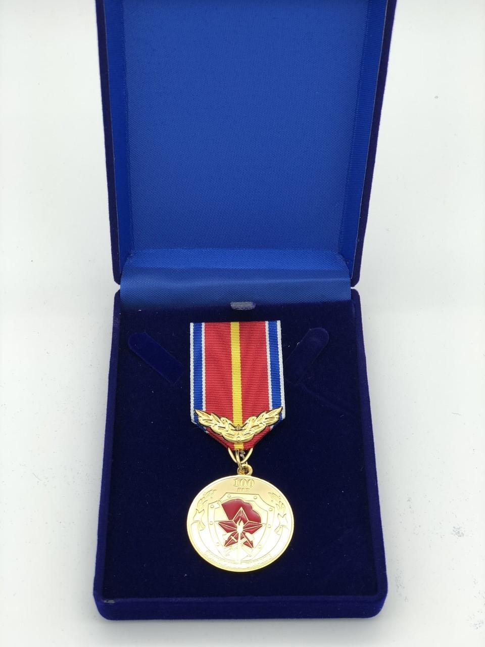 Медали в бархатных коробочках