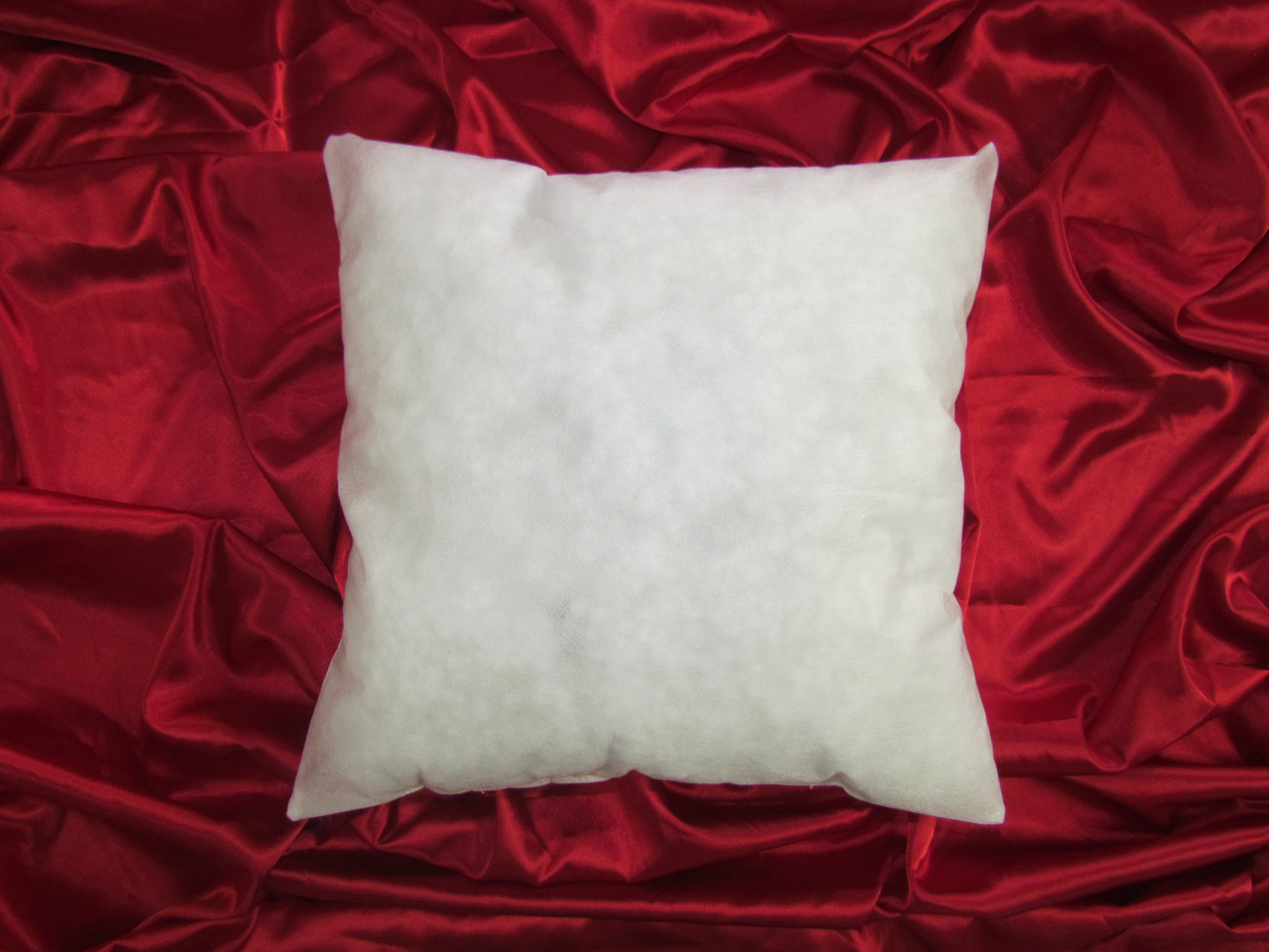 Подушка без наволочки 30х30 см. Спанбонд
