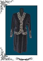Женский деловой костюм в национальным орнаментом из бархата