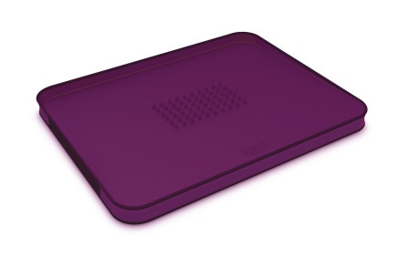 Доска разделочная с бортом, пластиковая 37х29х2,5 см Joseph Joseph Cut&Carve™ Plus, фиолет (60005)