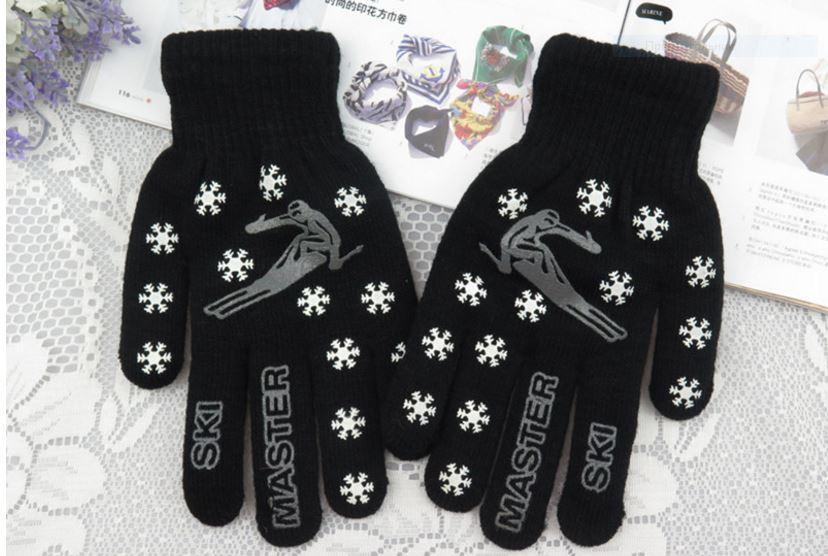 Перчатки теплые, черные, на 4-6 лет