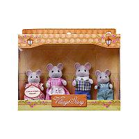Семья серых мышек