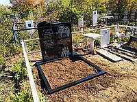Памятники из чёрного гранита , серого и белого мрамора с ограждением из камня