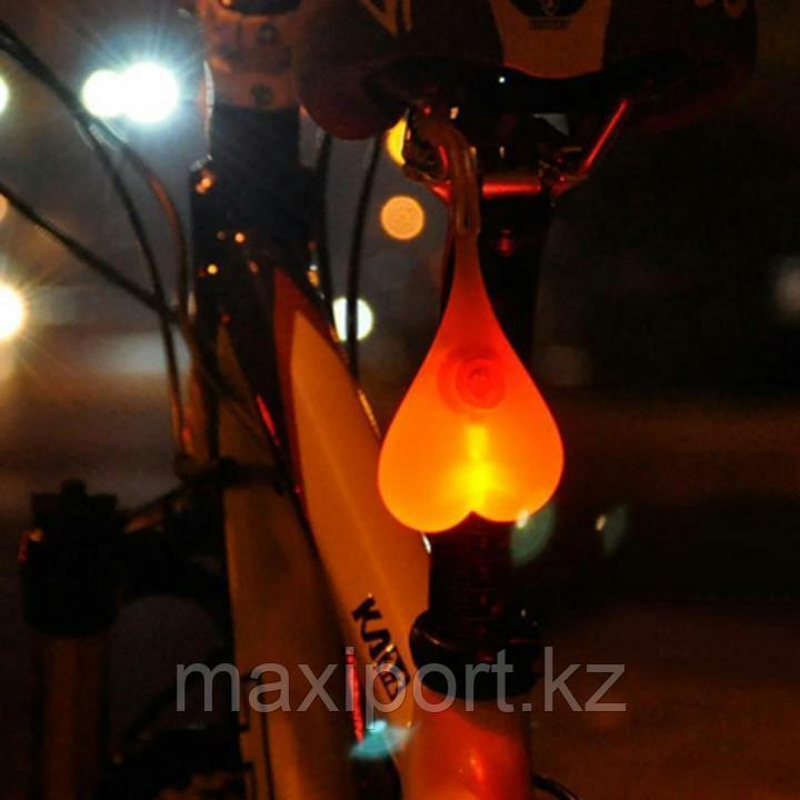 Фонарь в виде сердечка для велосипеда