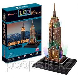 Эмпайер-стейт-билдинг с иллюминацией (США)