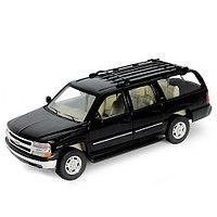 Коллекционная модель машины 1:24 2001 Chevrolet Suburban