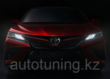 Фара R (правая) 3 полоски (от полной комплектации) на Toyota Camry 70 2018-2020