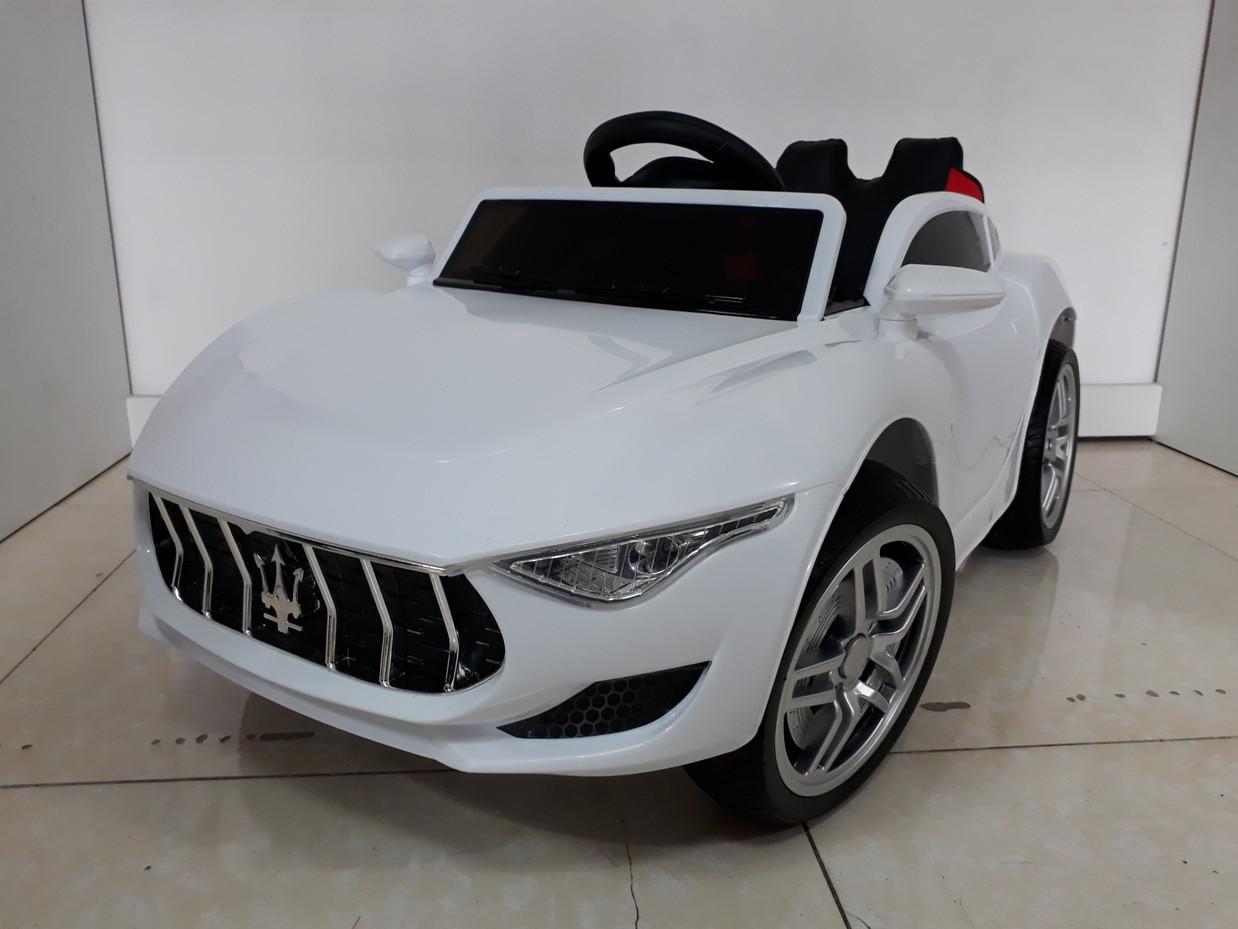 Красивый электромобиль на гелевых колесах Maserati. Мазерати. Электрокар