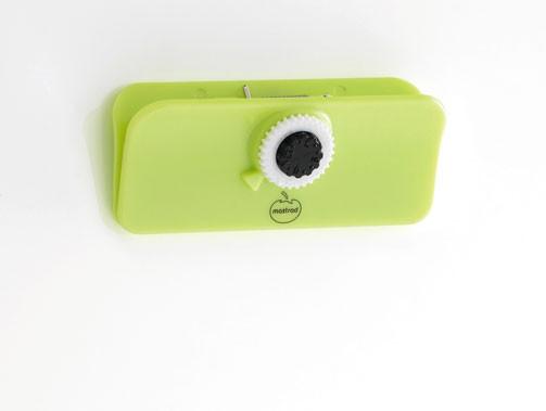 Клипса Mastrad маленькая с датером и на магните, салатовая F90408