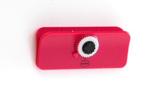 Клипса Mastrad маленькая с датером и на магните, красная F90404