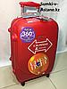 Маленький пластиковый дорожный чемодан на 4-х колесах Ambassador.Высота 55 см, длина 35 см, ширина 20 см.