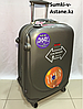 Средний пластиковый дорожный чемодан на 4-х колесах Ambassador. Высота 67 см, длина 42 см, ширина 26 см.