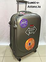 Средний пластиковый дорожный чемодан на 4-х колесах Ambassador. Высота 67 см, длина 42 см, ширина 26 см., фото 1