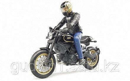 Мотоцикл Scrambler Ducati Desert Sled, с мотоциклистом 63-051