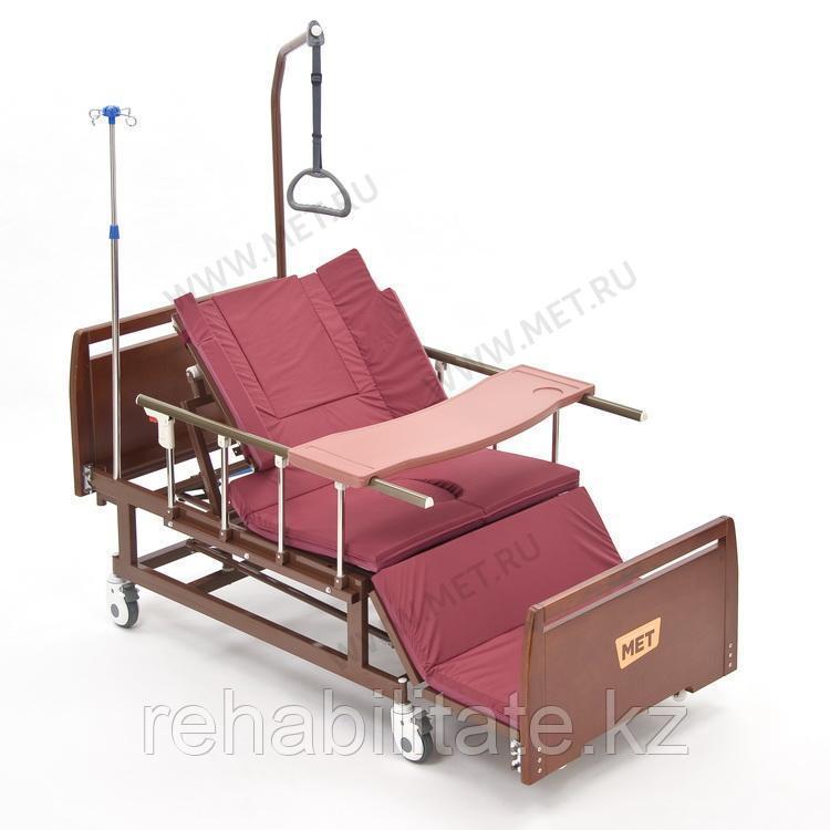 Медицинская кровать для ухода за лежачими больными с переворотом, туалетом и матрасом МЕТ REMEKS.
