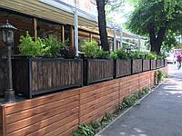 Уличные ограждения для кафе с клумбами