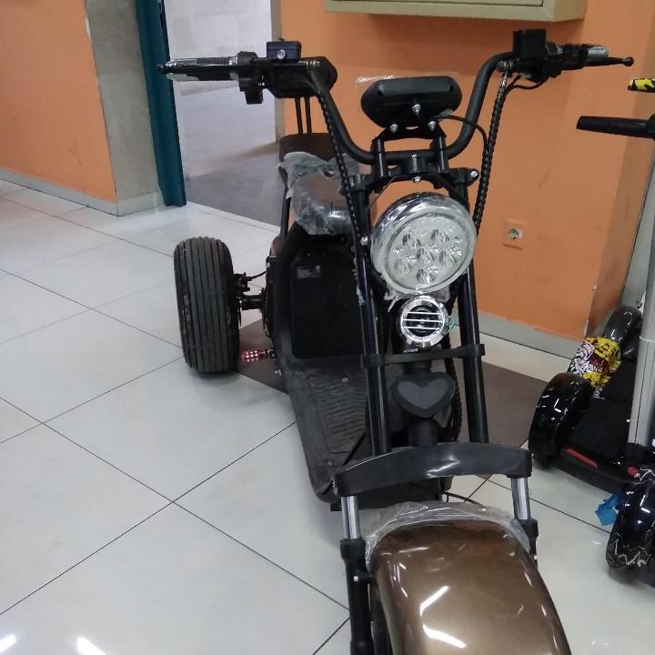 Электробайк  City Coco 3-х колесный с двумя съемными батареями.