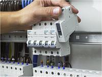 Установка автоматического выключателя УЗО четырехпол. на Din-рейку