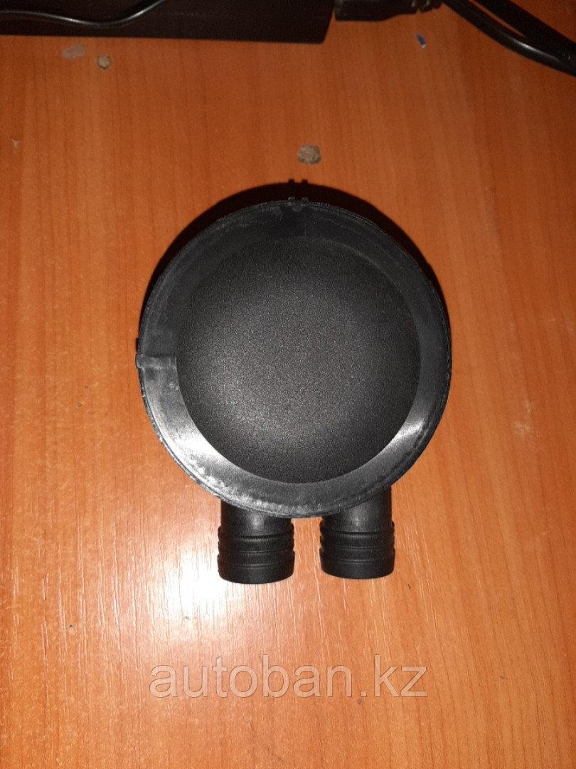 Клапан вентиляции картерных газов Volkswagen PASSAT