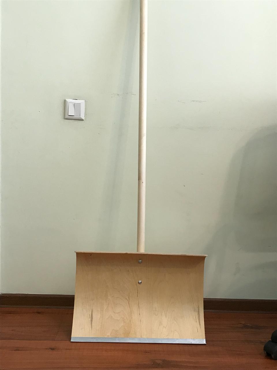 Лопата для уборки снега из фанеры