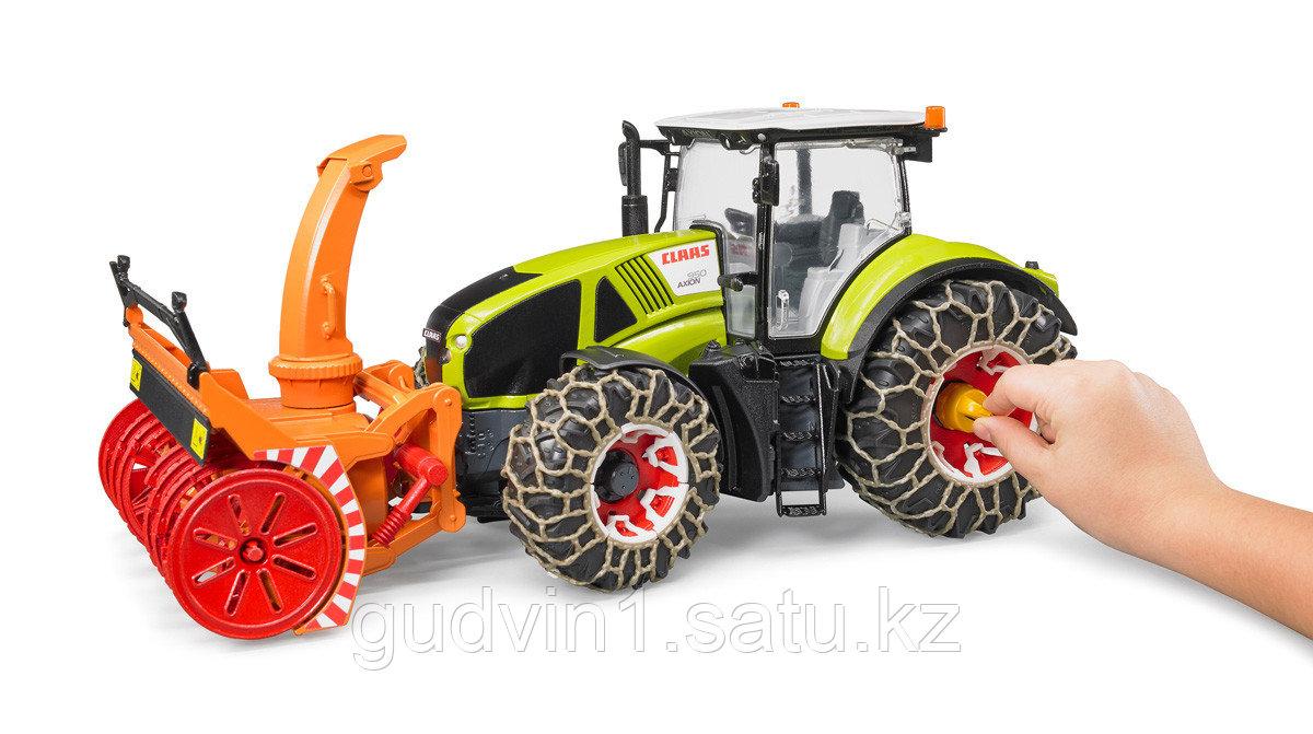 Трактор Claas Axion 950 c цепями и снегоочистителем №03-017